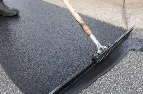 Sealcoating-asphalt-Greeley-CO